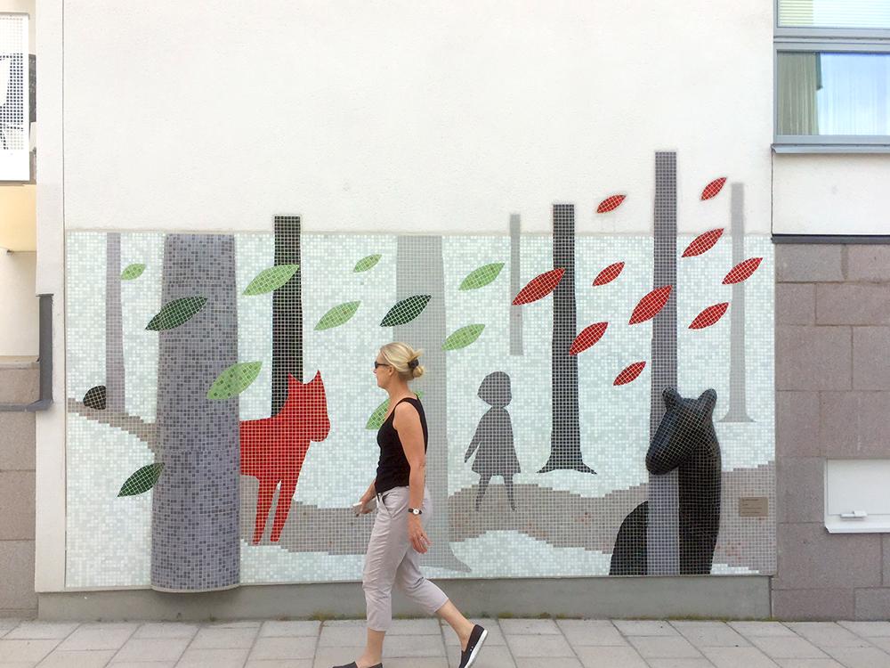 """""""Skogen"""" - Fasadvägg till ett bostadsområde i Annedal, Stockholm. Material: Glasmosaik. Uppdragsgivare: Heba Fastighets AB, Konstkonsult: KC Öst."""