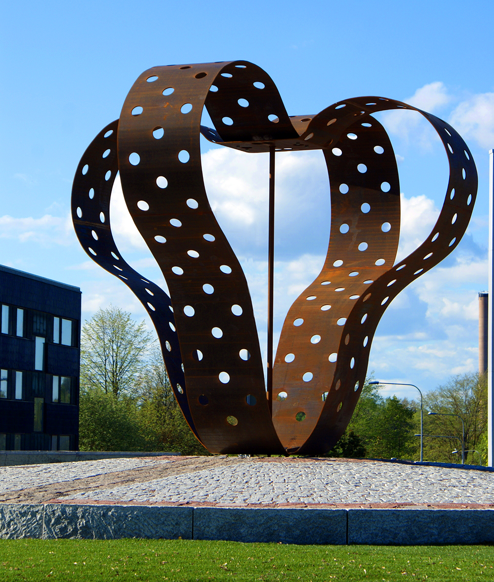 """""""Avamore"""" - skulptur i rondelle Alvar Aalto i Avesta"""